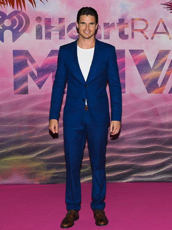 robbie-amell-mmvas-red-carpet-2016