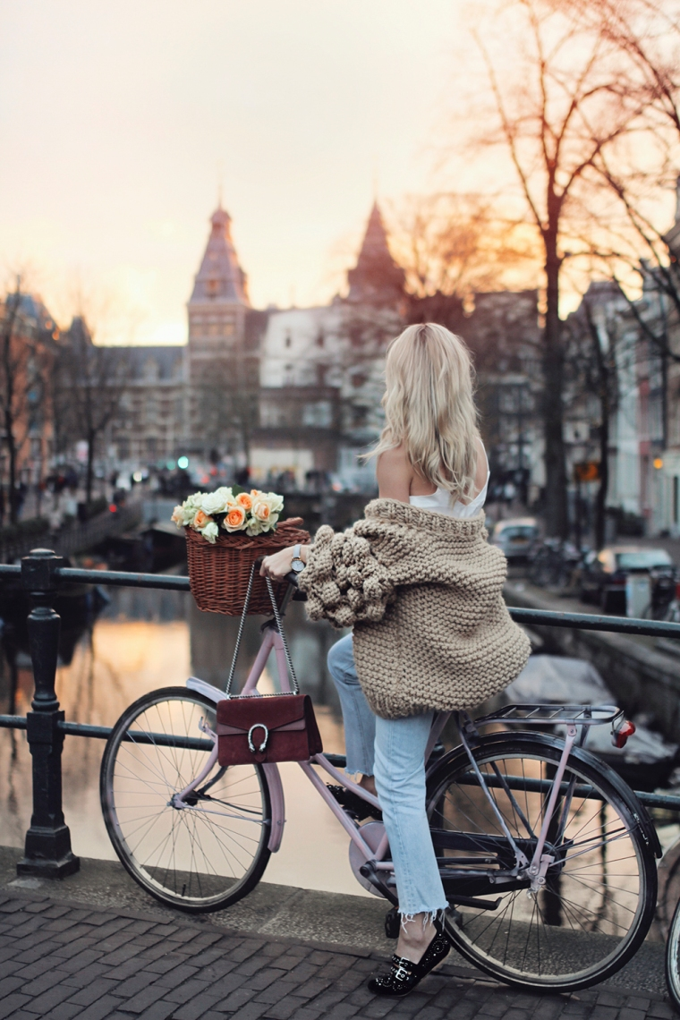 queen-of-jet-lags-canal-amsterdam-sunset-pink